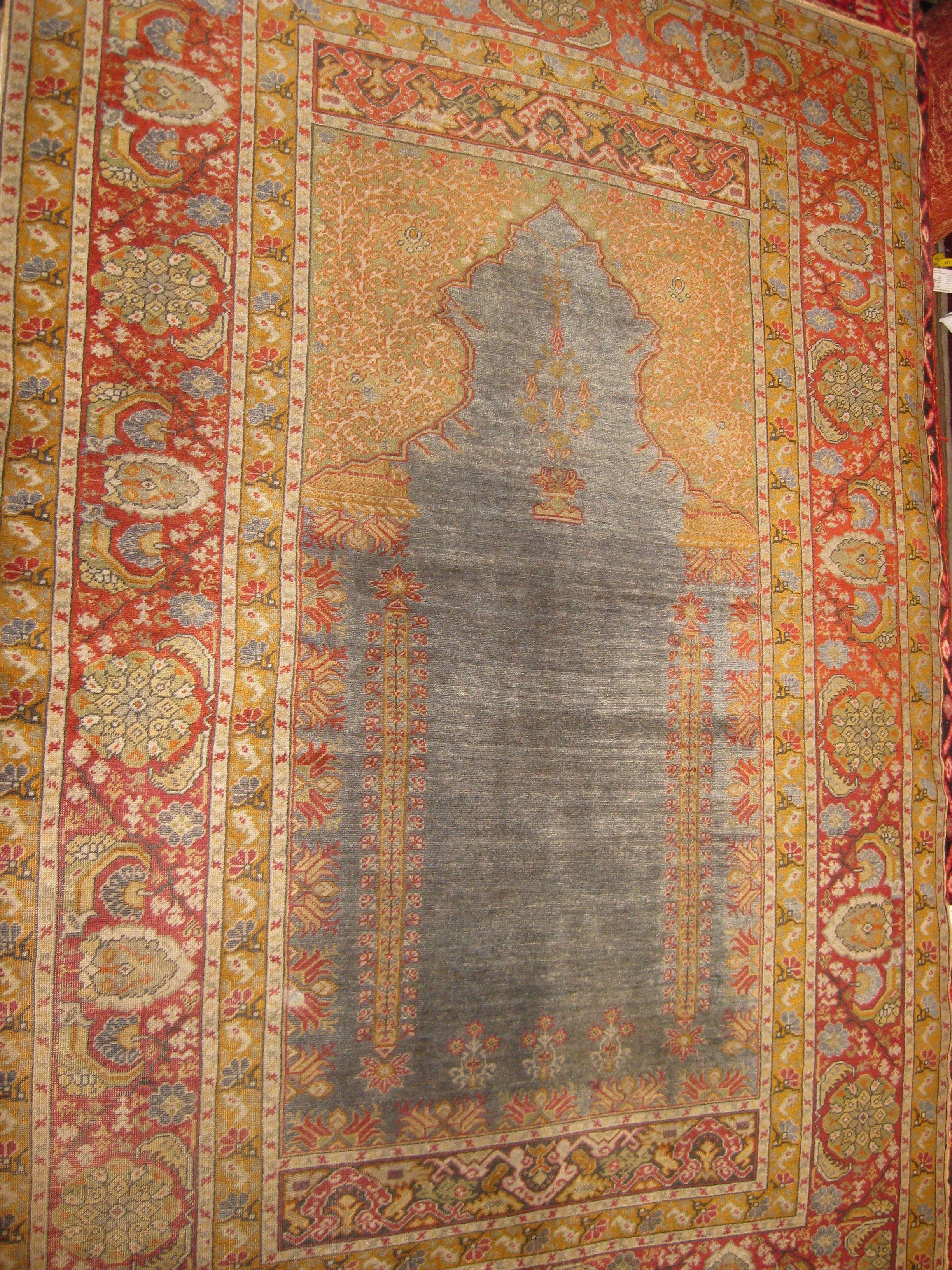 AR6b. Ghiordes Prayer rug c 18th c