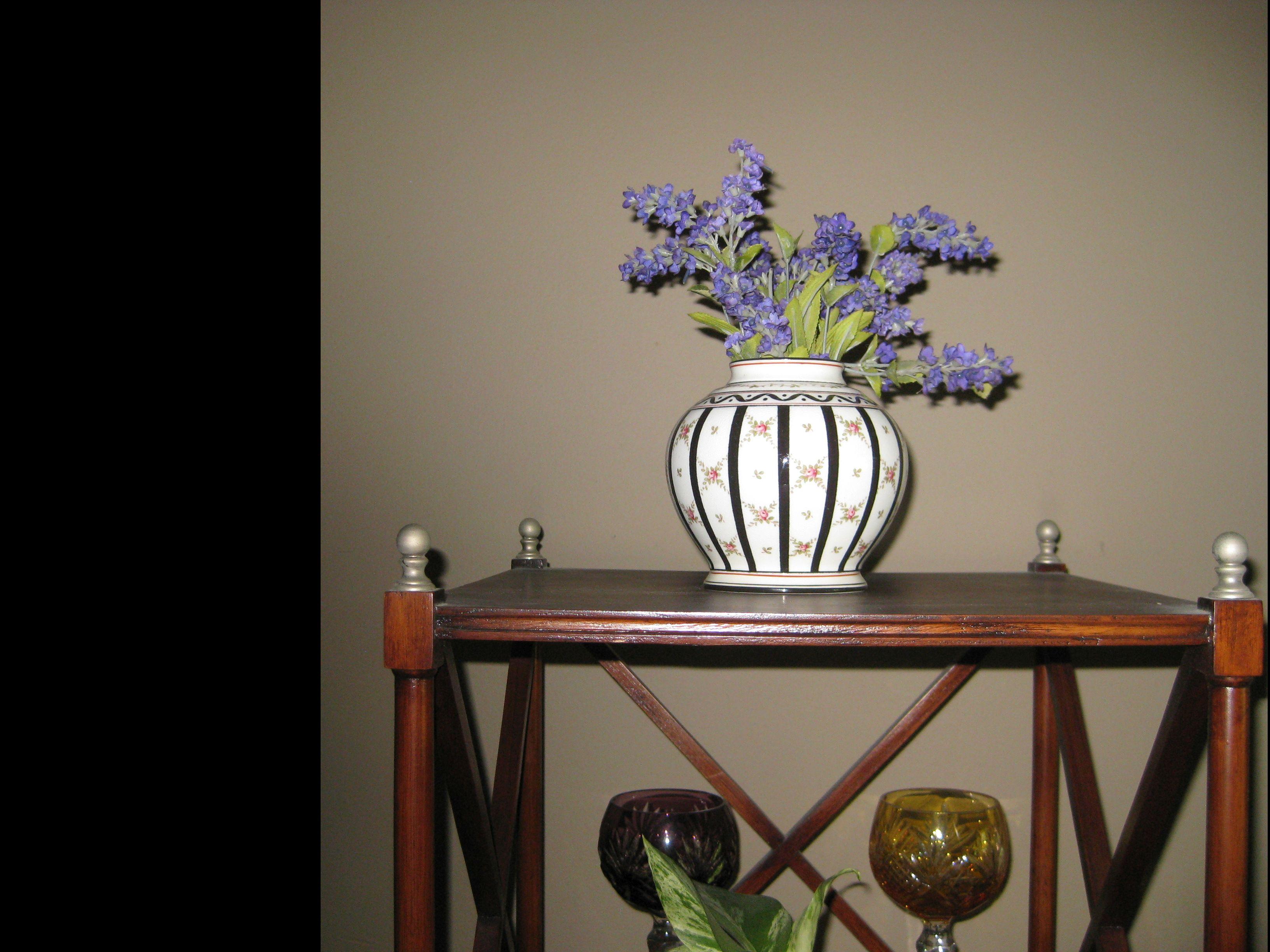 C11. Coalport Vase