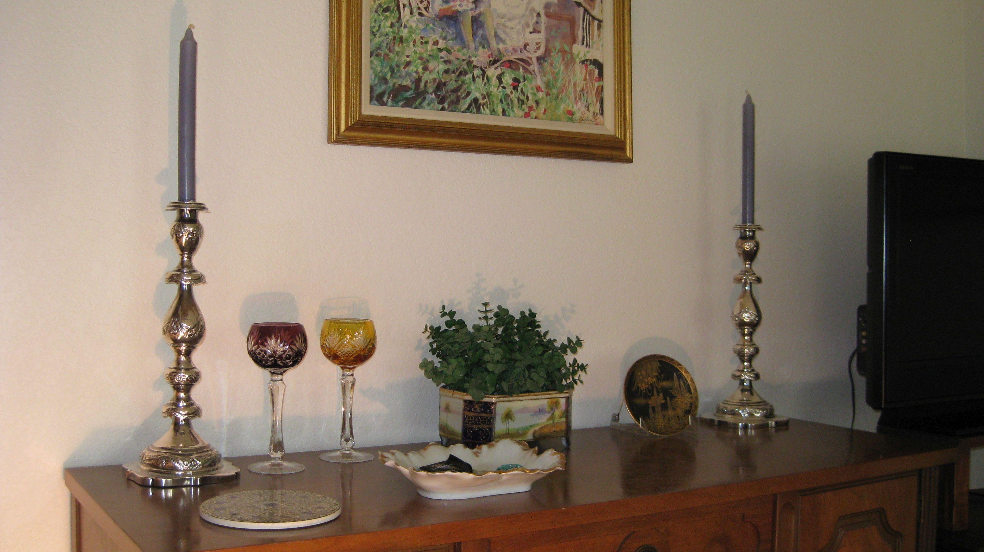 S1c. Candlesticks with medium size paitning