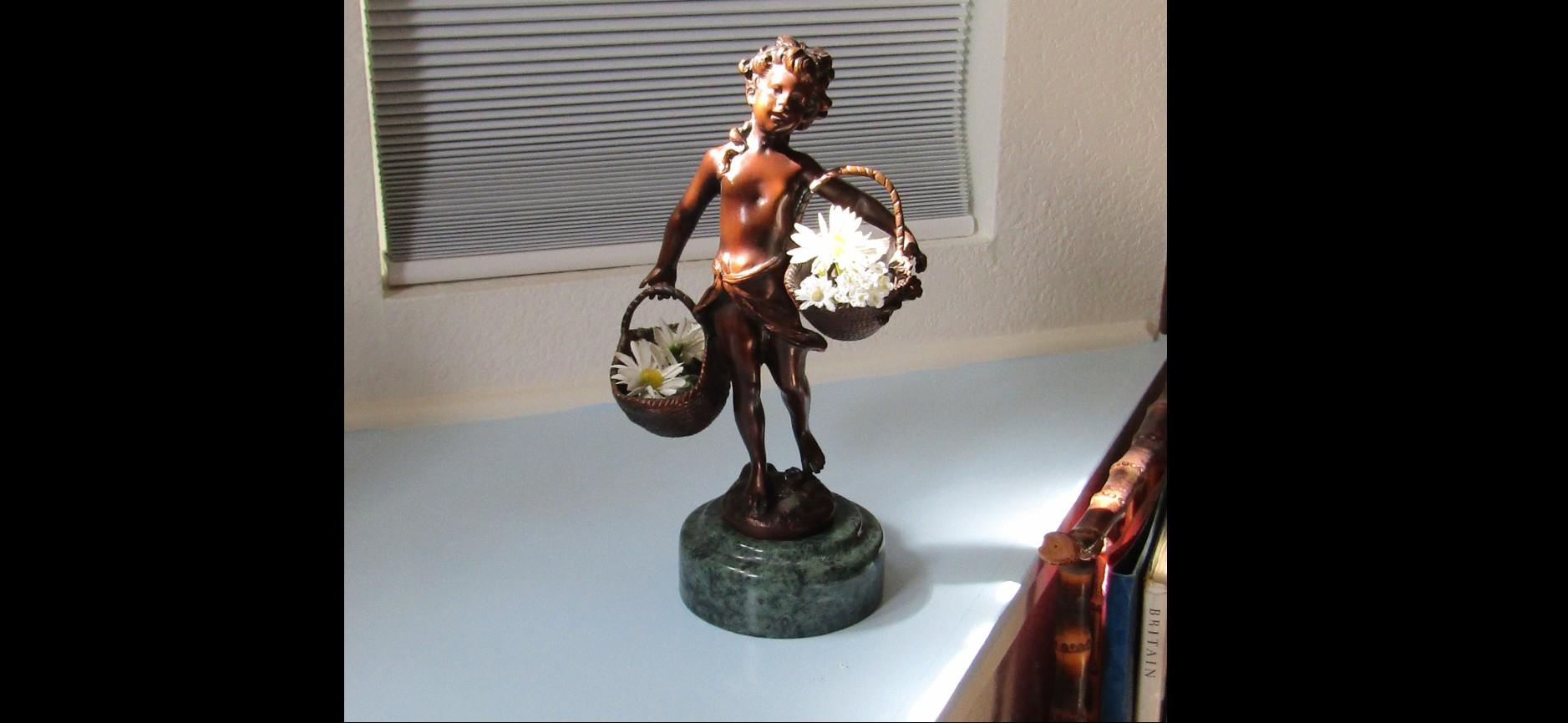 Bronze Girl w. Baskets
